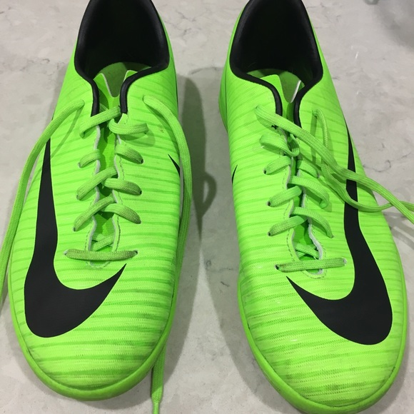 Nike Youth Mercurial Victory Indoor Soccer Shoes cc041d2323d6